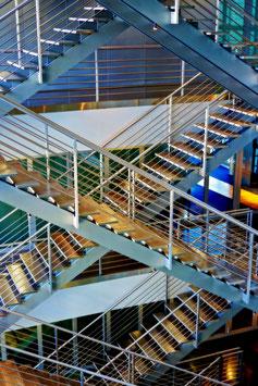 «Kreuzgang vertikal», Treppenhaus im Kunstmuseum Luzern, Luzern, CH