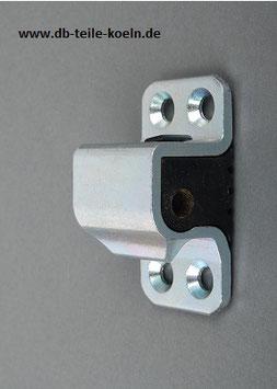 Vg.Nr. 1267200104 Türkeil Schließöse Tür links  Door catch striker left W126 W107 R107 TT