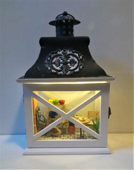 Laterne mit Miniatur Garten