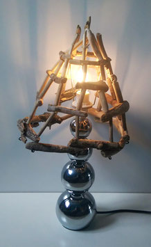 Tischlampe mit Schwemmholzschirm