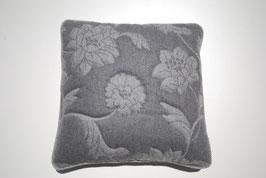 Kissenhülle aus Loden mit abgestepptem Blumen Muster