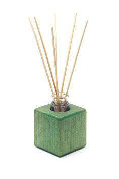 Raumduft - Holzvase aus grün geöltem Buchenholz