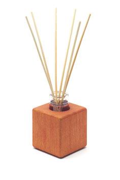 Raumduft - Holzvase aus rot geöltem Buchenholz