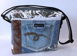 Umhängetasche mit Jeans und Patchoptik 1