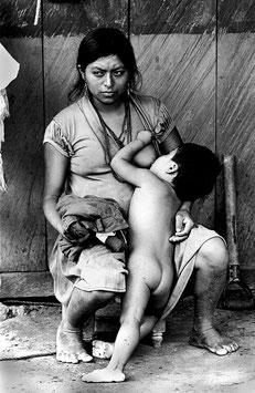 IB 35 - Chiapas (Messico), donna indigena con bambino, 1996