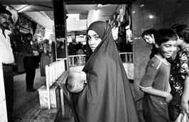 IB 33 -Baghdad (Iraq), donna al mercato, 1992