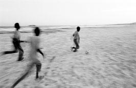 IB 48 - Somalia, giochi in spiaggia, 1995
