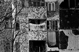 IB 42 - Mostar (Bosnia), panni stesi nella rovina della città - 1996