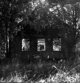 IB 43 - Bielorussia, casa abbandonata nella zona nucleare contaminata (dopo Chernobyl) - 1999