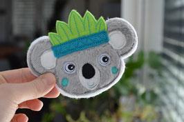 Stickdatei Koala Kopf mit Blätterkrone in 3D und gestickt