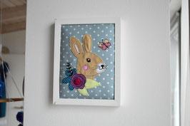 Stickdatei Hase mit Blume für den 13x18 Stickrahmen
