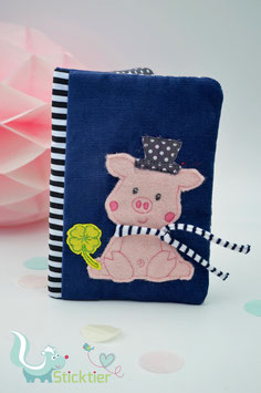 Stickdatei Glücksschwein mit 3 D Schal