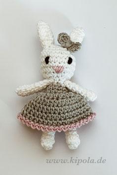 Häkelhase Mini mit Kleid