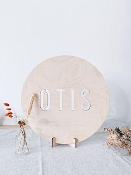 """Houten naambord met uitgesneden letters """"OTIS"""""""