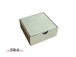 Koka kastīte ar vāku