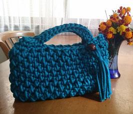 極太リリヤーン糸で編んだ手提げバッグ