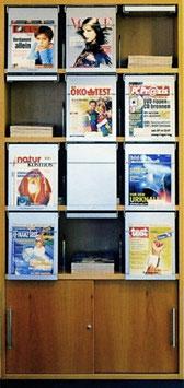 Schrank mit 12 Zeitschriftenklappen