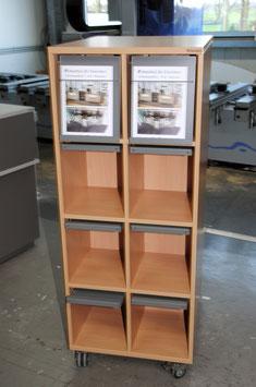 Zeitschriftenturm mit 16 Zeitschriftenklappen