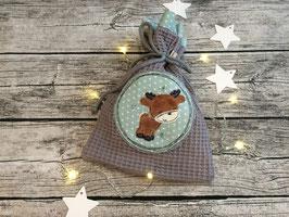 Nikolausbeutel, Geschenkbeutel aus Waffelpique in Grau, innen Mint mit Sternchen, bestickt mit einem kleinen Elch, personalisierbar