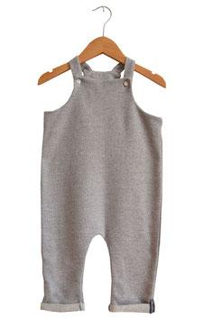 Latzhose für Babys aus Ökostrick in grau