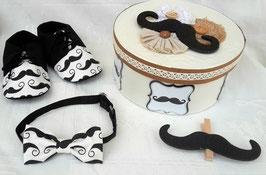 """Ensemble chaussures et noeud papillon + boîte souvenir """" Moustaches """""""