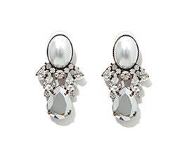 珍珠水滴白耳環