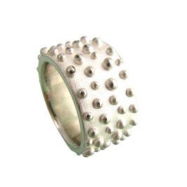 ring *perly* big