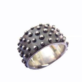 ring *perly* big black