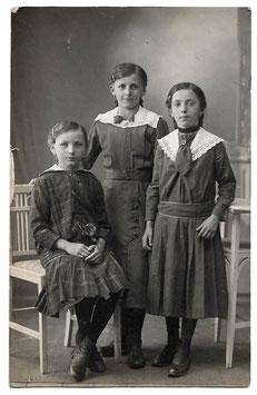 Alte Foto Postkarte DREI MÄDCHEN  um 1915
