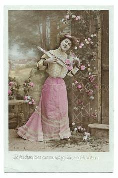 Alte Fotografie Postkarte  FRAU MIT ZWEI FISCHEN