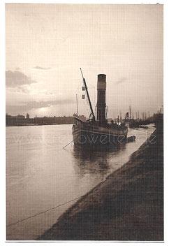 Alte Fotografie HAMBURG Alter Schlepper auf der Elbe bei Sonnenuntergang, 1911