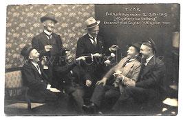 Alte Foto Postkarte LUSTIGE MÄNNER BEIM OSTER-FRÜHSCHOPPEN um 1910