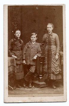 Alte CDV Fotografie 3 ELEGANTE KINDER, GESCHWISTER Kindermode 1880
