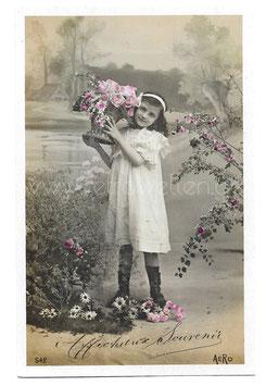 Alte Fotografie Postkarte AFFECTUEUX SOUVENIR Mädchen mit Blumenkorb