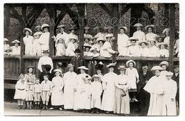 Alte Foto Postkarte GROSSE GESELLSCHAFT MIT STROHHÜTEN - 1909