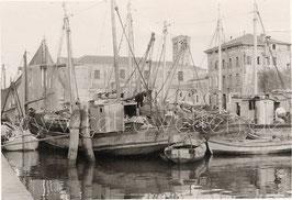 Alte Fotografie VENEDIG-CHIOGGIA Fischerboote am Kanal bei der Chiesa di San Domenico, Italien 1960er Jahre