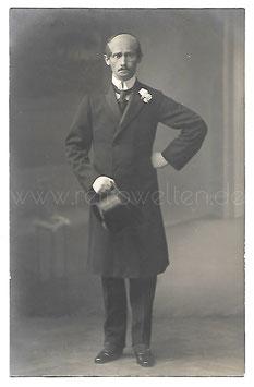 Alte Fotografie Postkarte ELEGANTER HERR MIT MONOKEL UND ZYLINDERHUT Herrenmode um 1900