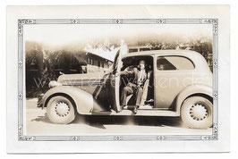 Alte Fotografie MANN MIT OLDTIMER AUTOMOBIL, USA 30er Jahre