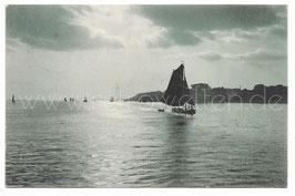 Alte Foto Postkarte AN DER WASSERKANTE Schiffe, Segelschiffe auf dem Meer von Willy Wilke 1904