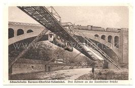 Alte Postkarte WUPPERTAL Schwebebahn Barmen-Elberfeld-Vohnwinkel. Drei Bahnen an der Sonnborner Brücke.