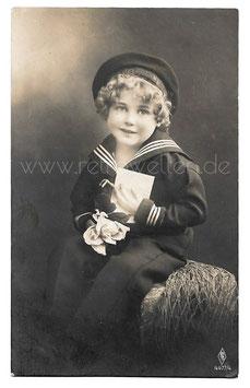 Alte Fotografie Postkarte  KLEINER JUNGE IM MATROSENANZUG MIT ROSE UND BRIEF  1919