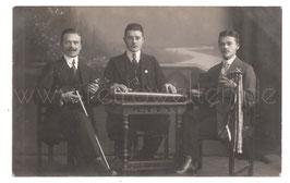 Alte Foto Postkarte  MUSIKER-TRIO mit Geigenspieler, Zitherspieler &  Mandolinenspieler
