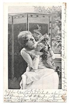 Alte Foto Postkarte Frau mit getigerter Katze