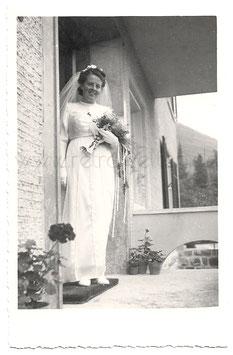 Alte Fotografie Postkarte HOCHZEIT  strahlende Braut mit Schleier und Brautstrauß