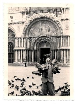 Alte Fotografie VENEDIG VENEZIA Mann mit Tauben dem Markusplatz, 1930er Jahre