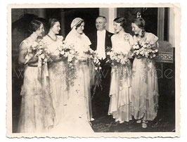Alte  Fotografie HOCHZEIT elegantes Brautpaar mit Brautjungfern, 1930er Jahre