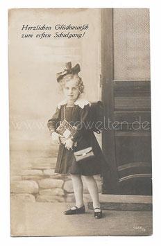 Alte Fotografie Postkarte  EINSCHULUNG süßes Mädchen mit großer Schultüte und Schulranzen