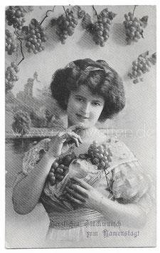 Alte Fotografie Postkarte HERZLICHEN GLÜCKWUNSCH ZUM NAMENSTAGE  schöne Frau mit Weintrauben und Weinglas