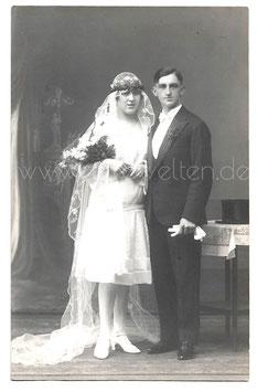 Alte Fotografie Postkarte HOCHZEIT  junges Brautpaar aus den 1920er Jahren