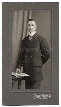Alte Kabinett Fotografie DRESDEN - ELEGANTER MANN MIT ANZUG UND VATERMÖRDER  Herrenmode um 1900